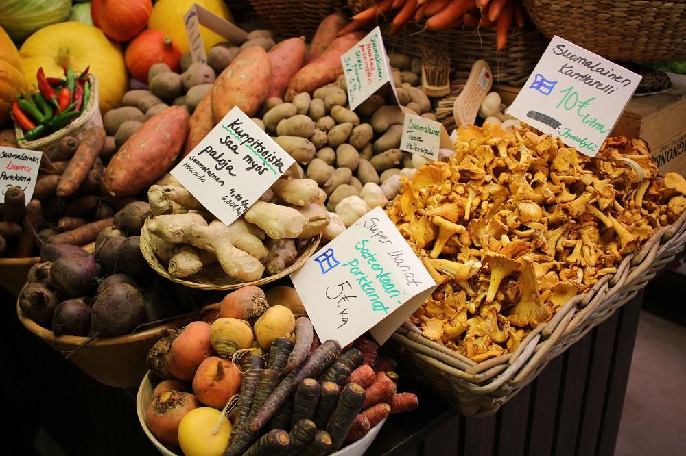 ハカニエミ市場のプオルッカ_e0152073_2313751.jpg