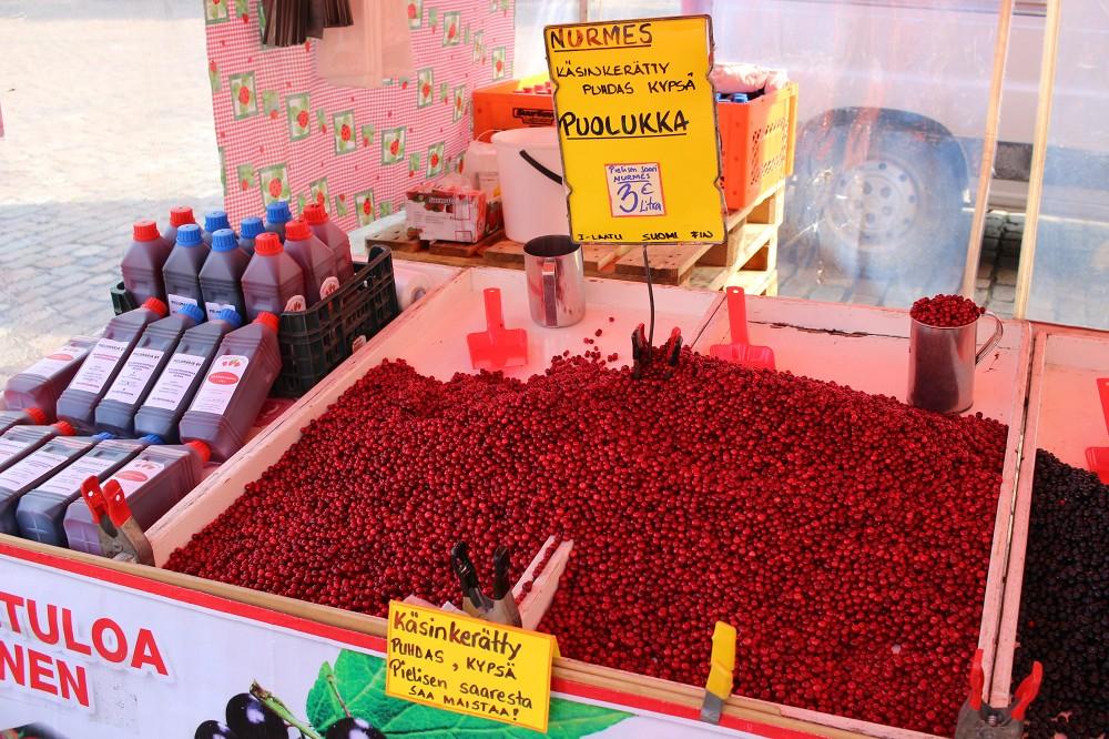 ハカニエミ市場のプオルッカ_e0152073_2375580.jpg