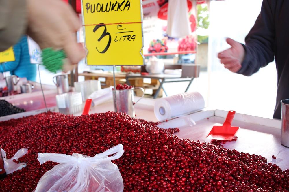 ハカニエミ市場のプオルッカ_e0152073_2382240.jpg