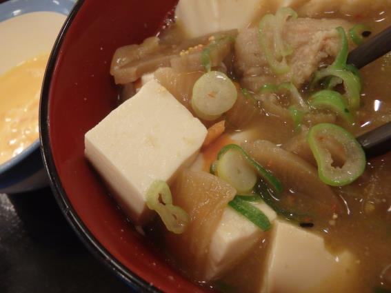 松屋の牛めし豚汁生玉子セット   川西能勢口店_c0118393_14191425.jpg