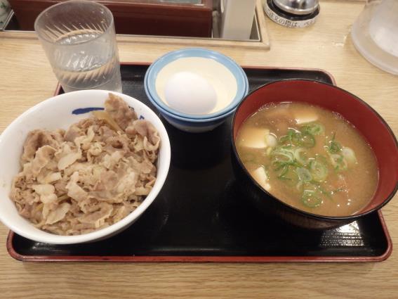 松屋の牛めし豚汁生玉子セット   川西能勢口店_c0118393_1471872.jpg