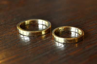 和彫りのK18結婚指輪_f0155891_13390880.jpg