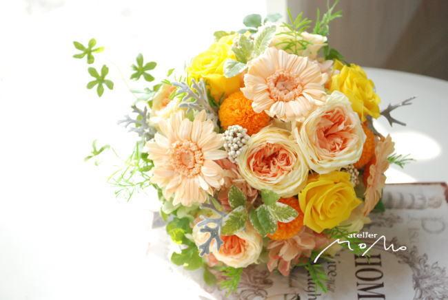 オレンジガーベラとイエローローズのクラッチブーケ!_a0136507_21273058.jpg