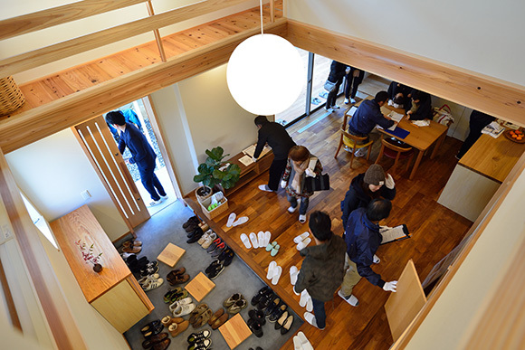 建物完成見学会 人が集う「松尾の家」_e0164563_08570472.jpg