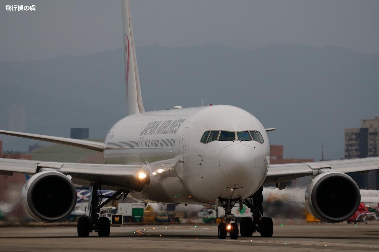 安心感  B767  日本航空(JL)_b0313338_19161052.jpg