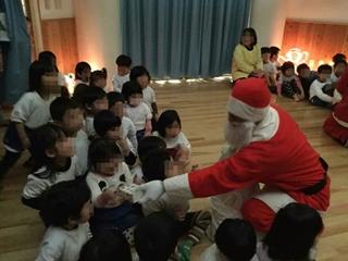 Weihnachtsparty beim Kindergarten (クリスマスを前に)_f0224632_20405825.jpg