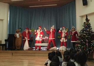Weihnachtsparty beim Kindergarten (クリスマスを前に)_f0224632_2040588.jpg