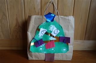 Weihnachtsparty beim Kindergarten (クリスマスを前に)_f0224632_2041073.jpg