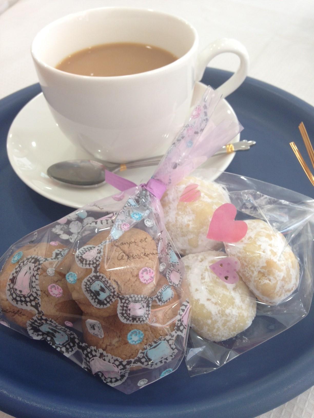 近所のカフェでお茶_a0175348_1425559.jpg