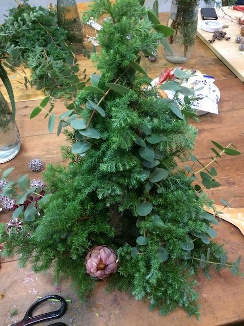 お花の教室(クリスマスツリー*ユーカリ*糸)_f0324766_19421265.jpg