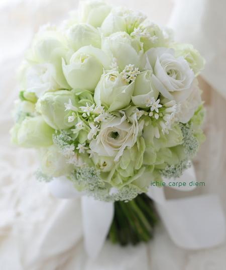 クラッチブーケ 八芳園様へ 10日前、バラと、思い出のラナンキュラスと_a0042928_21171445.jpg