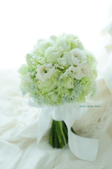 クラッチブーケ 八芳園様へ 10日前、バラと、思い出のラナンキュラスと_a0042928_21173493.jpg