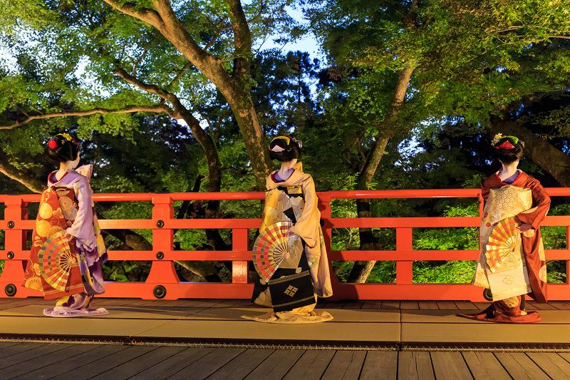 北野天満宮ライトアップ 奉納舞踊(上七軒 勝奈さん、市多佳さん、尚絹さん)_f0155048_2342071.jpg