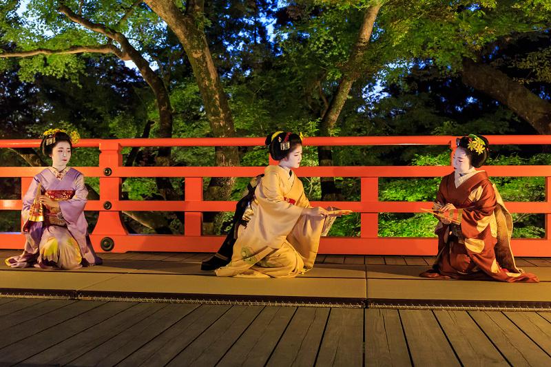 北野天満宮ライトアップ 奉納舞踊(上七軒 勝奈さん、市多佳さん、尚絹さん)_f0155048_23473467.jpg