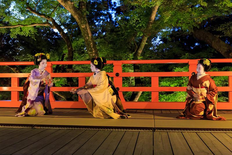 北野天満宮ライトアップ 奉納舞踊(上七軒 勝奈さん、市多佳さん、尚絹さん)_f0155048_23481861.jpg