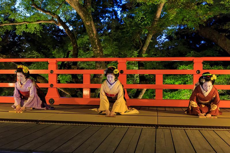 北野天満宮ライトアップ 奉納舞踊(上七軒 勝奈さん、市多佳さん、尚絹さん)_f0155048_23492714.jpg