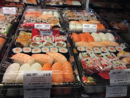 中央市場の一階にお寿司ブースが登場!_a0136671_210790.jpg