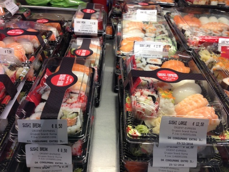中央市場の一階にお寿司ブースが登場!_a0136671_2135115.jpg