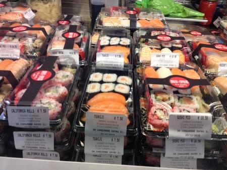 中央市場の一階にお寿司ブースが登場!_a0136671_2185774.jpg