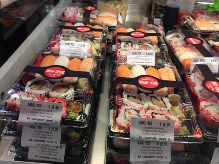 中央市場の一階にお寿司ブースが登場!_a0136671_228053.jpg