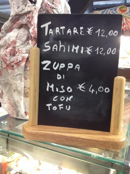 中央市場の一階にお寿司ブースが登場!_a0136671_2303711.jpg