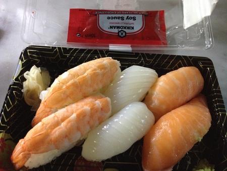 中央市場の一階にお寿司ブースが登場!_a0136671_2344983.jpg