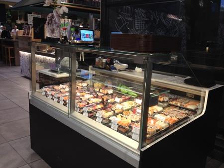 中央市場の一階にお寿司ブースが登場!_a0136671_263385.jpg