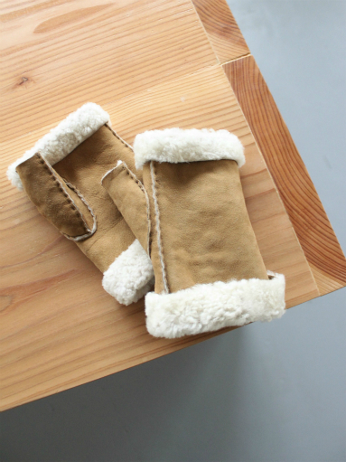 Glencroft Fingerless Lambskin Mittens (LADIES ONLY)_b0139281_1393575.jpg