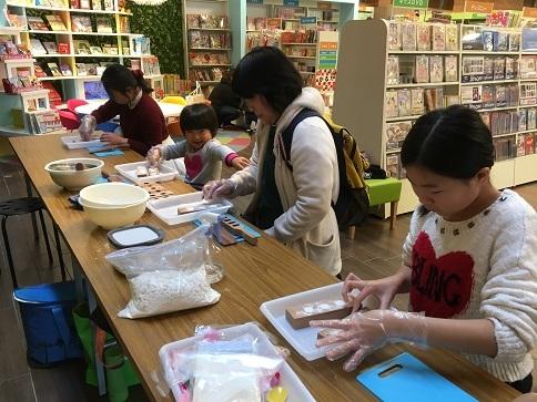 THUTAYA西宝町店「クリスマス和三盆ワークショップ」_c0227958_17593946.jpg