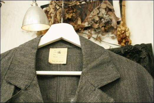 2016 OCT ヨーロッパ買い付け後記35(フランスヴィンテージ 動物ボタンハンティングジャケット、ゴマシオショップコート)_f0180307_04314418.jpg