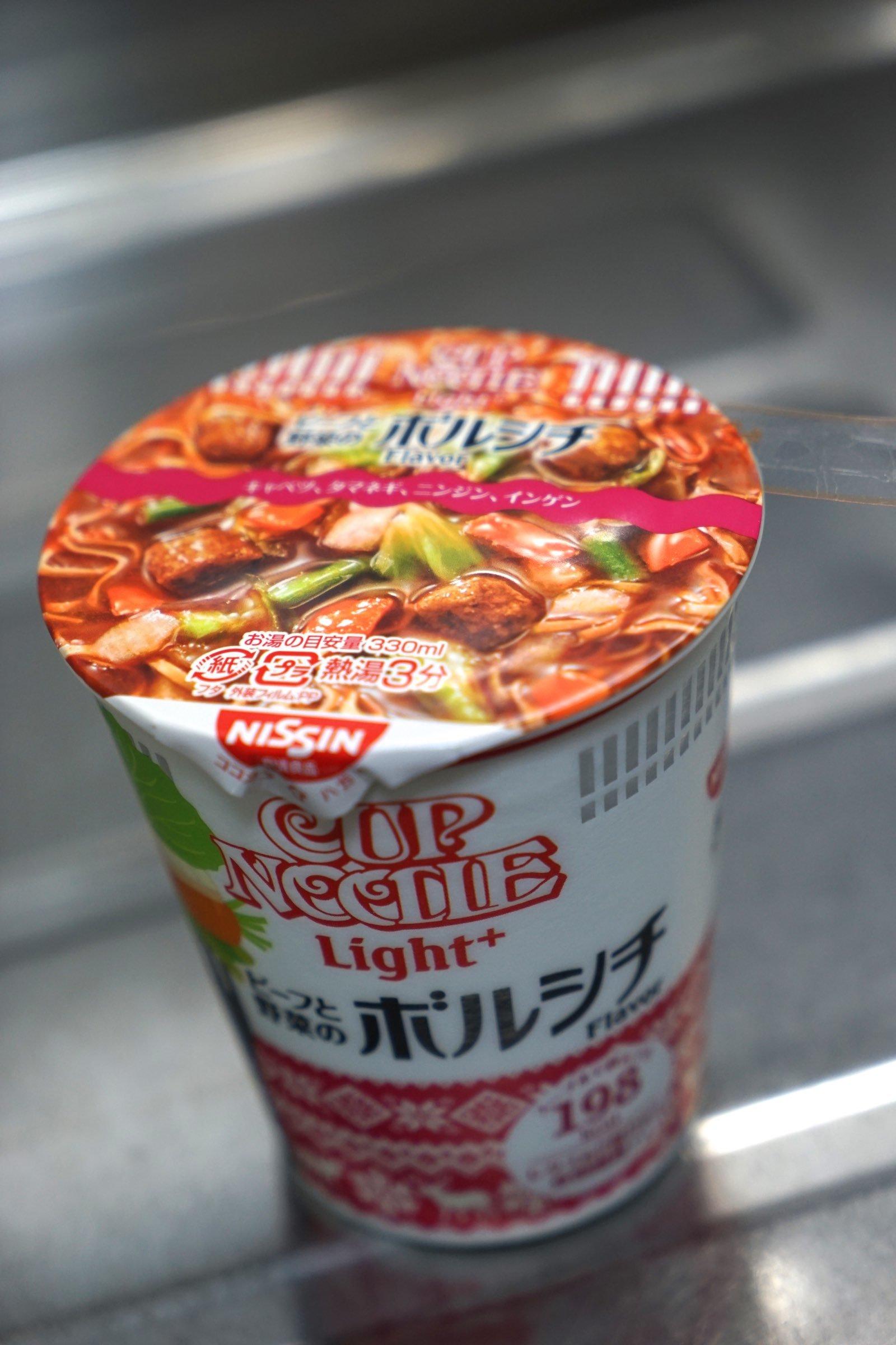 日清カップヌードルライトプラス ビーフと野菜のボルシチ_b0360240_12012140.jpg