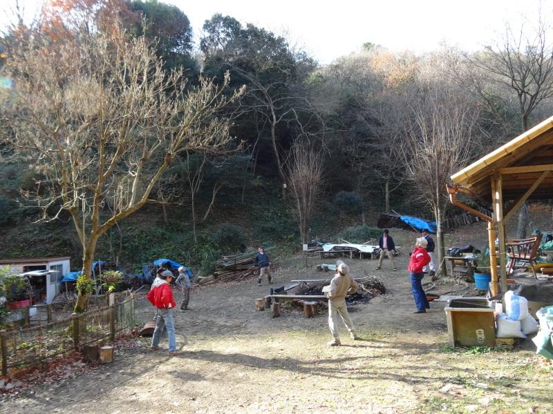 孝子駅に今年も門松を飾りました・・・みさき里山クラブ  by  (TATE-misaki)_c0108460_21340152.jpg