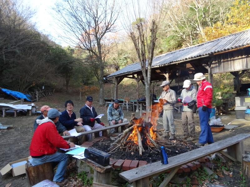 孝子駅に今年も門松を飾りました・・・みさき里山クラブ  by  (TATE-misaki)_c0108460_21344030.jpg