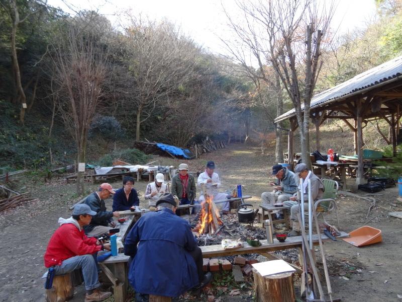 孝子駅に今年も門松を飾りました・・・みさき里山クラブ  by  (TATE-misaki)_c0108460_21455625.jpg