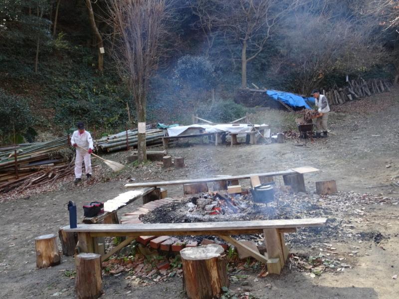 孝子駅に今年も門松を飾りました・・・みさき里山クラブ  by  (TATE-misaki)_c0108460_21464397.jpg
