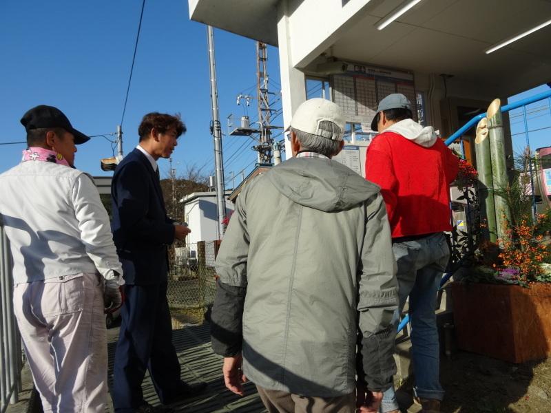 孝子駅に今年も門松を飾りました・・・みさき里山クラブ  by  (TATE-misaki)_c0108460_21495716.jpg