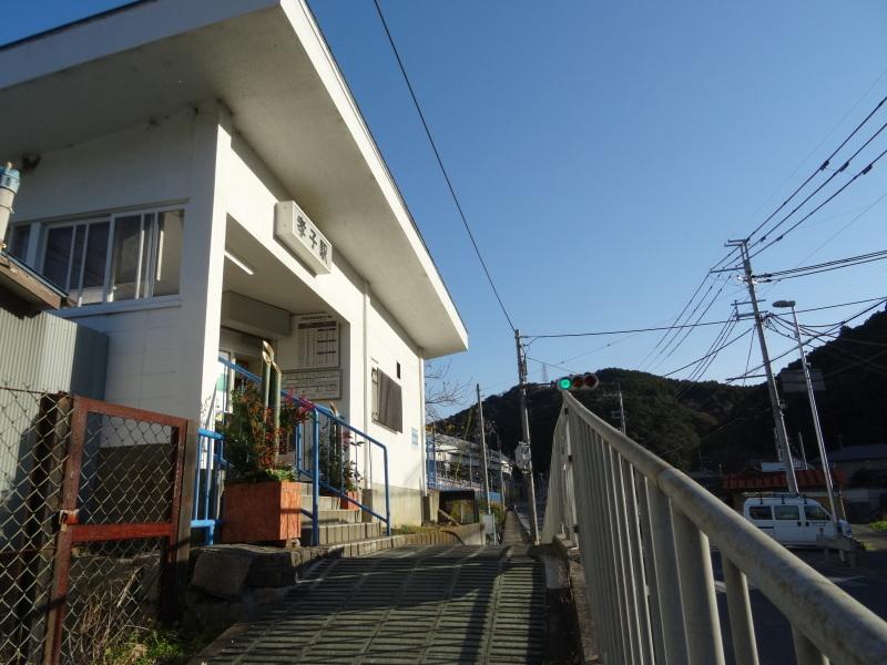 孝子駅に今年も門松を飾りました・・・みさき里山クラブ  by  (TATE-misaki)_c0108460_21503454.jpg