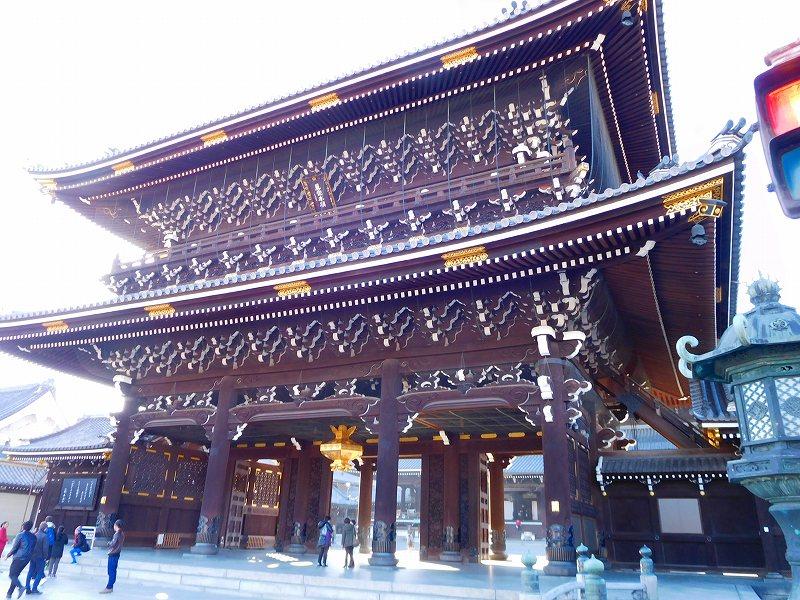 参詣客が絶えない「東本願寺」20161203_e0237645_14382975.jpg