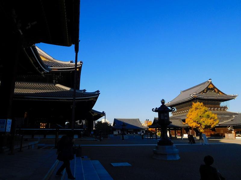 参詣客が絶えない「東本願寺」20161203_e0237645_14395583.jpg