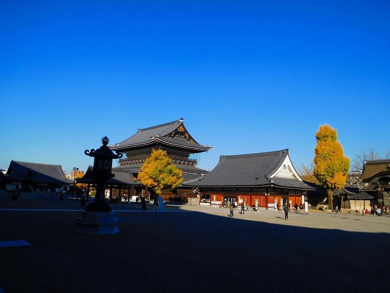 参詣客が絶えない「東本願寺」20161203_e0237645_1440499.jpg