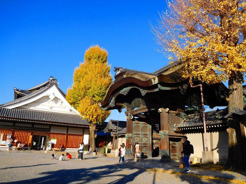 参詣客が絶えない「東本願寺」20161203_e0237645_14415897.jpg