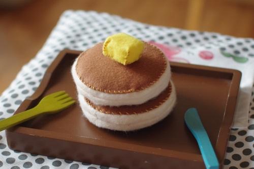 フェルトでままごとホットケーキを作る。_c0110869_160394.jpg