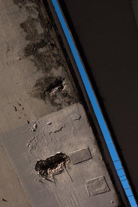 黄昏のペデストリアンデッキにまとわりつく光蜥蜴 (写真部門)_d0353489_2210495.jpg