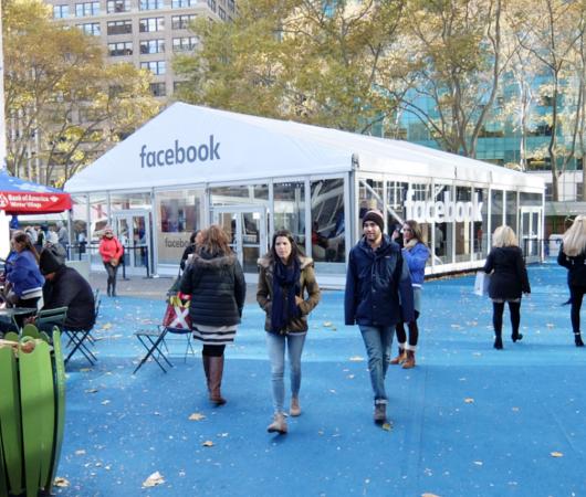 フェイスブックのVR体験コーナーがブライアント・パークに登場 #WinterVillage_b0007805_0384468.jpg