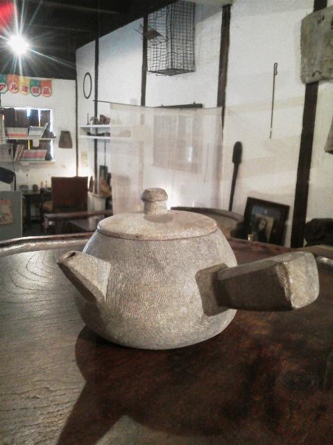 石の茶器(急須とお盆)_e0350308_8251524.jpg
