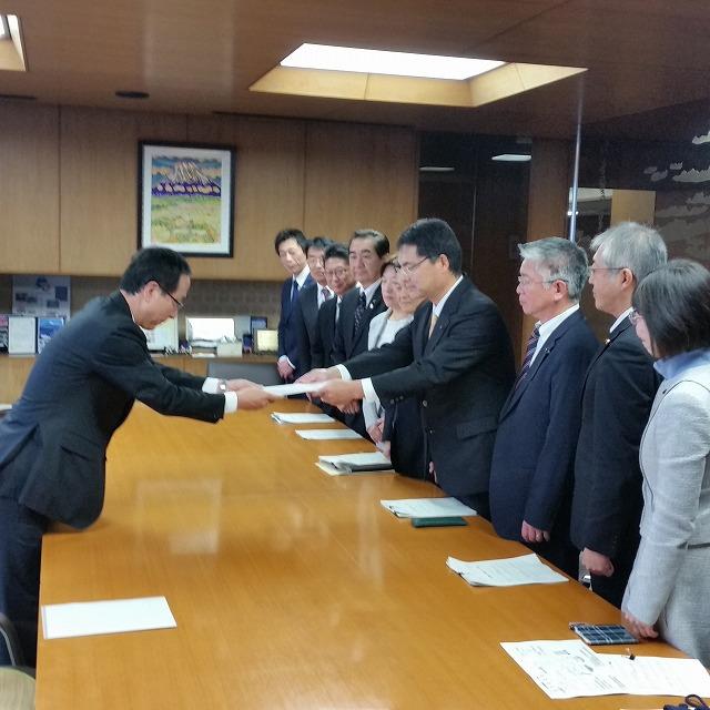 ユニバーサル就労推進議員連盟で、小長井市長に13事業を提案_f0141310_7283615.jpg
