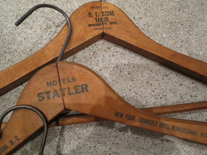 Vintage advertising wood hanger _e0187362_15245740.jpg