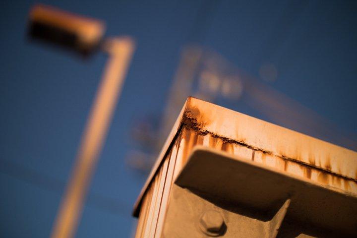 黄昏のペデストリアンデッキにまとわりつく光蜥蜴 (写真部門)_d0353489_0164450.jpg