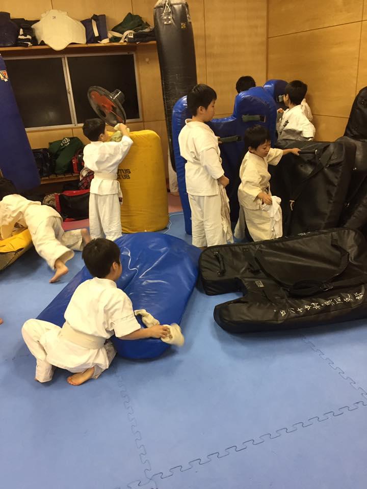 2016年の行事も、28日の松山での昇段昇級審査会で無事にすべて終了です。_c0186691_1421693.jpg