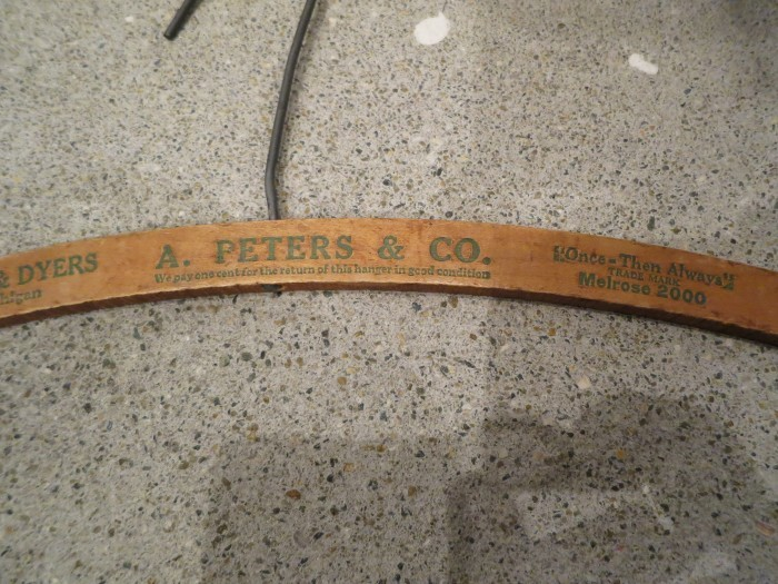 Vintage Antique  Advertising Wood Hanger _e0187362_19123314.jpg